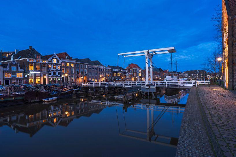 Blue hour pelsbrugje in Zwolle van Rick Kloekke