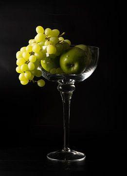 Glas met fruit van Gaby Hendriksz