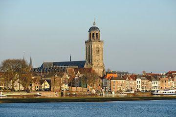 Skyline van Deventer aan de IJssel met de Lebuinuskerk  sur Merijn van der Vliet