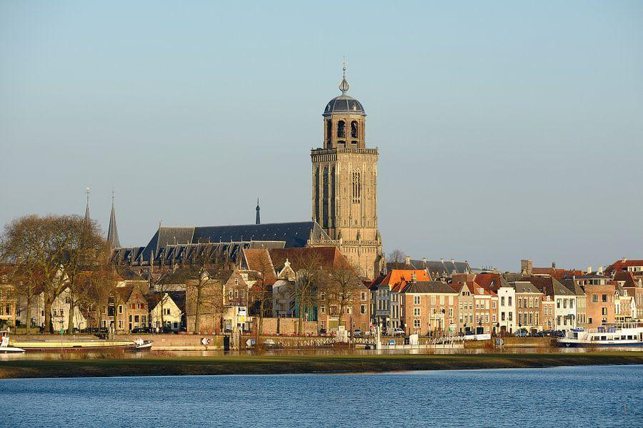 Skyline van Deventer aan de IJssel met de Lebuinuskerk
