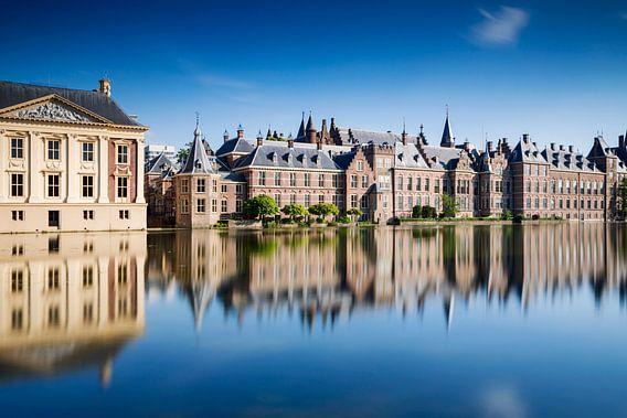 regeringsgebouwen aan de Hofvijver in Den Haag