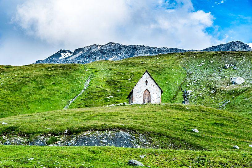 Kapel aan de kleine Sint-Bernhardpas  van Etienne Hessels