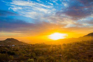 Zonsopgang boven Gran Canaria van Hugo Braun