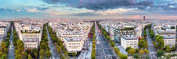 View from the Arc de Triomphe over Paris van Sascha Kilmer