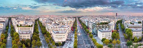 View from the Arc de Triomphe over Paris van
