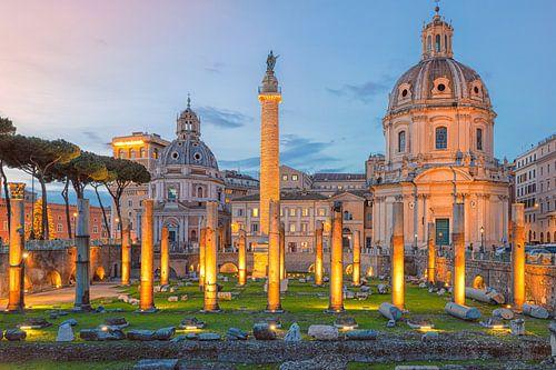 Avondopname van het Forum in Rome in Italië
