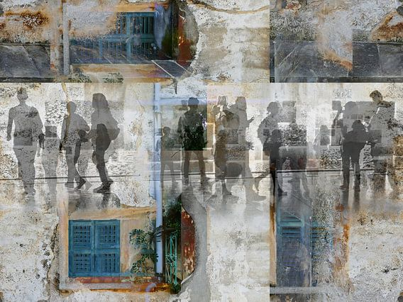 Walking people through Italy van Gabi Hampe