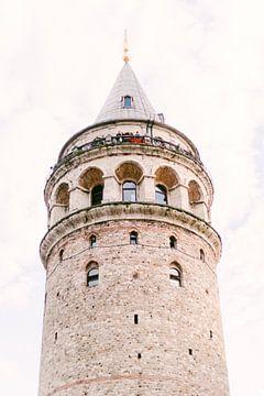 De Galata Tower in Istanbul, Turkije van Vildan Ersert