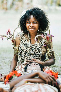 Portret van vrouw uit Tufi, Papoea Nieuw Guinea van Milene van Arendonk