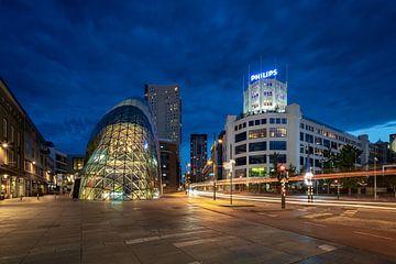 La tour lumineuse de Philips et le Blob au crépuscule sur Mitchell van Eijk