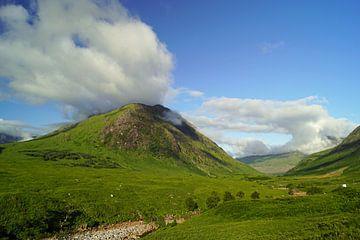 Berge im Glen Etive in Schottland. von Babetts Bildergalerie