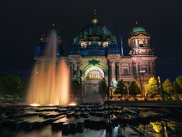La cathédrale de Berlin la nuit sur