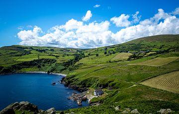 Iers landschap aan zee von Marcel Krol