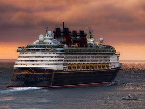 Zonsondergang  met Disney Wonder van