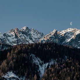 De maan en de Dolomieten van Hidde Hageman