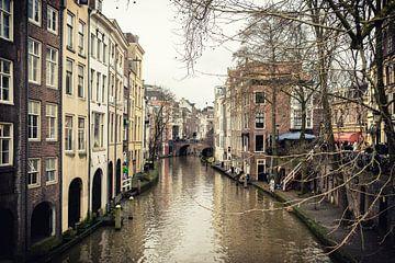 Oudegracht in Utrecht en de Maartsensbrug gezien vanaf de Gaardbrug van De Utrechtse Grachten
