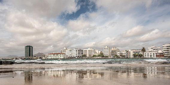 De hoofdstad van Lanzarote, Arrecife, na een stevige regenbui.