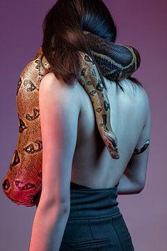 Mädchen mit der Schlange von Jessica van der Mark