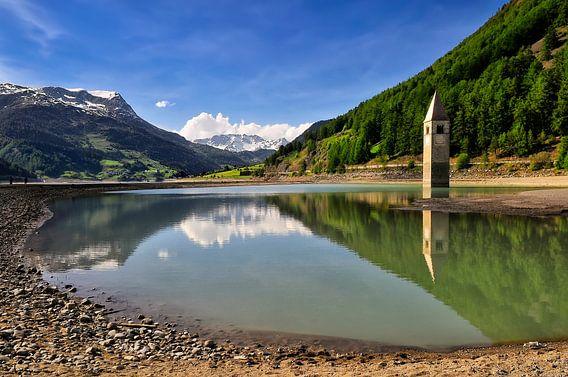 Lago di Resia / Italie van Ellen Driesse