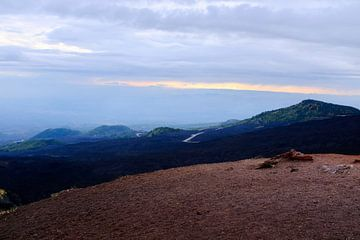 Landschapsfoto op de Etna, Sicilië van Roel Janssen