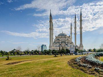 De Sabanci moskee (Sabanci Merkez Camii) in Adana, Turkije  van Martin Stevens
