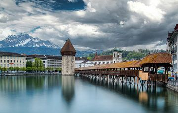 Kapellbrücke Luzern van Ilya Korzelius