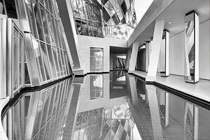 Parijs Architectuur Louis Vuitton Foundation in zwart wit van Marianne van der Zee