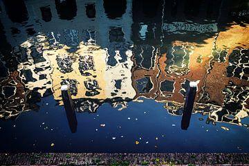De Oudegracht in Utrecht in herfstkleuren (3) van