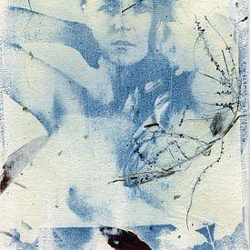 Cyanotypie Lisanne I op handgeschept papier van Tom Oosthout