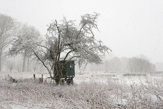 Mobile deerstand, onset of winter at a wide open natural landscape