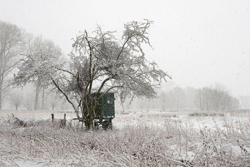 Mobile deerstand, onset of winter at a wide open natural landscape van wunderbare Erde