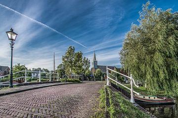 Entree bij de brug van het Friese dorpje Oudega sur Harrie Muis