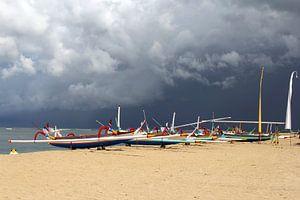 Vissersboten in onweersstorm, Bali van