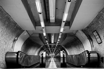 Metro in Rome, zwart/wit/minimalisme van Tess Groote