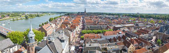 Uitzicht over de Hanzestad Kampen aan de IJssel van Sjoerd van der Wal