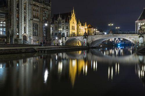De reflectie van de Sint Michielsbrug in de Leie in Gent van MS Fotografie