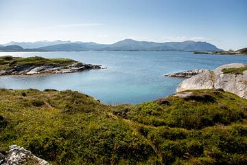 Blaues Meer in Norwegen von Karijn Seldam