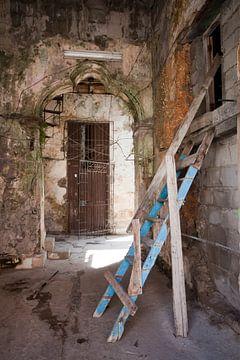Straat in Havana, Cuba van Kees van Dun