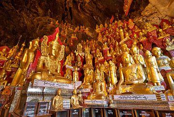 PINDAYA CAVE WITH 8000 BUDDHA STATUES van Jürgen Ritterbach
