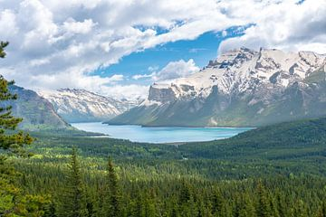 Blick auf den Minnewanka-See in Kanada von Hege Knaven-van Dijke