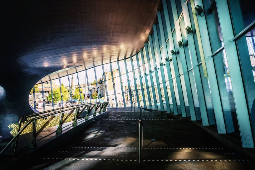 Binnenkant van het Centraal station van Arnhem van Bart Ros