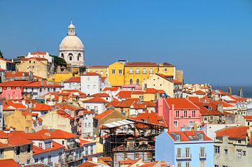 Gekleurde huizen Lissabon van Dennis van de Water