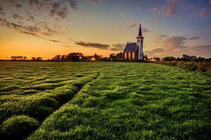 Kerkje Den Hoorn Texel bij zonsopkomst van John Leeninga