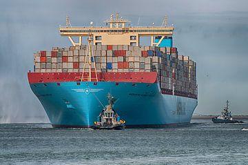Maersk Mckinney Moller vaart Rotterdamse haven in van Dick Kattestaart