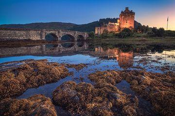 Schottland Eilean Donan Castle im Abendlicht von Jean Claude Castor