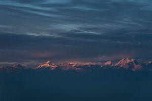 Zonsondergang Himalaya met bewolking