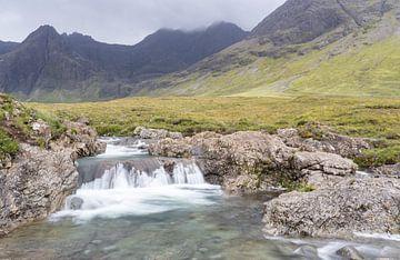 Fairy Pools Wasserfälle mit Black Cullins als Hintergrund von Max Mayorov