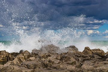 Opspattende golven bij Cefalu van Jefra Creations