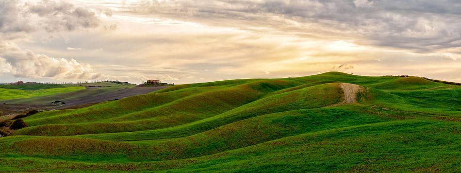 Toscaans landschap panorama I van Teun Ruijters