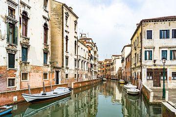 Kanaal in Venetië van Michel van Kooten